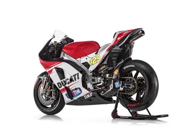 2015-Ducati-Desmosedici-GP15-MotoGP-Andrea-Iannone-10.jpg