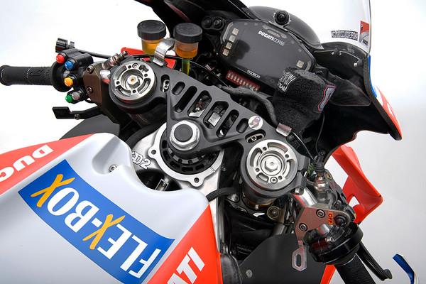 2018-Ducati-Desmosedici-GP18-cockpit.jpg